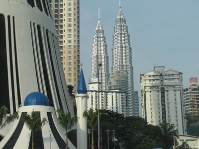 http://news.vnu.edu.vn/btdhqghn/vietnamese/c1512/c1675/2005/09/n8311/malaysia_by_le%20hong%20loan.jpg